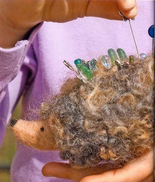 How to make a felt hedgehog