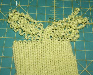 How to make curly pom pom from sweater