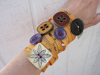 How to make measuring tape bracelets