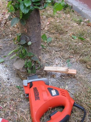 How to stop a saw from binding cut tree