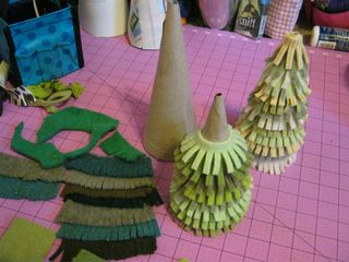 How to make little sweater christmas trees