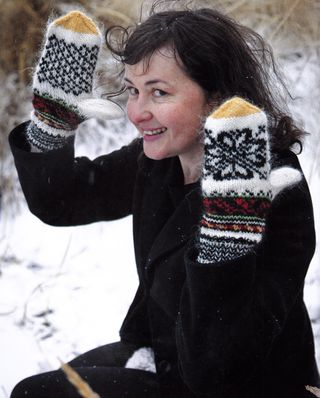 Icelandic handknits mitten rose pattern