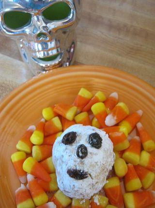 Halloween-cake-ball-skull