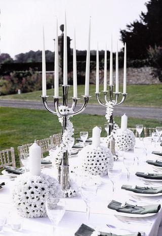 Bridal-centerpiece-ball-daisies-candle