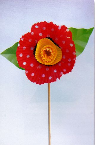 How-to-make-a-cupcake-paper-flower
