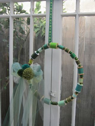 Thread-spool-wreath-pompoms
