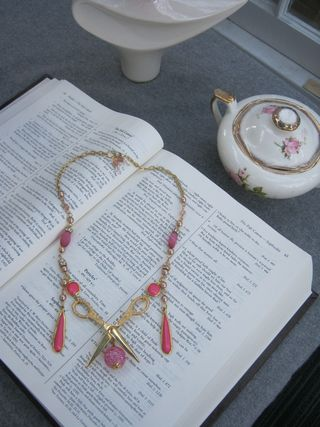 Prima-beads-scissor-necklace