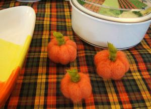 Needle_felted_pumpkins2_stefaniegir